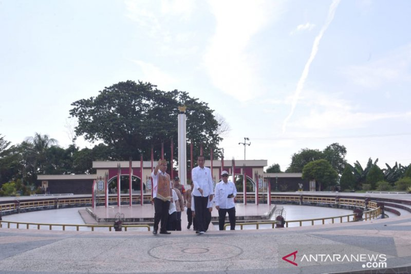 Presiden Jokowi kunjungi Tugu Soekarno sebelum ke lokasi alternatif ibu kota