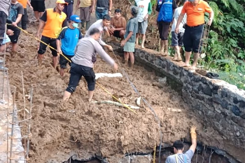 Pengerjaan Jembatan Baturiti-Tabanan dihentikan pascalongsor