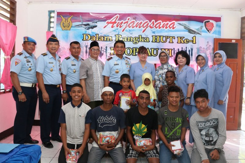 Pangkoopsau III Biak salurkan bantuan makanan di panti asuhan Pancasila