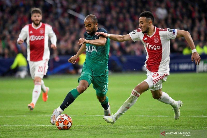 Ajax raih hasil seri