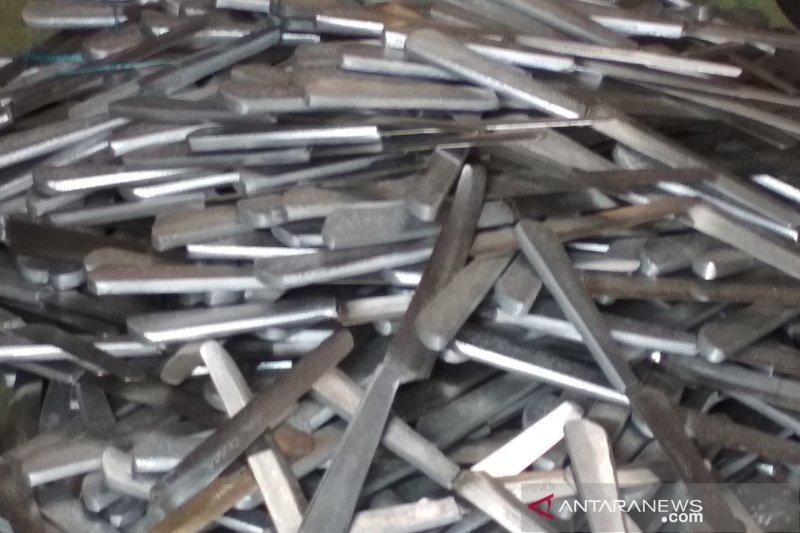 Pengrajin pisau di Kudus keluhkan naiknya harga bahan baku