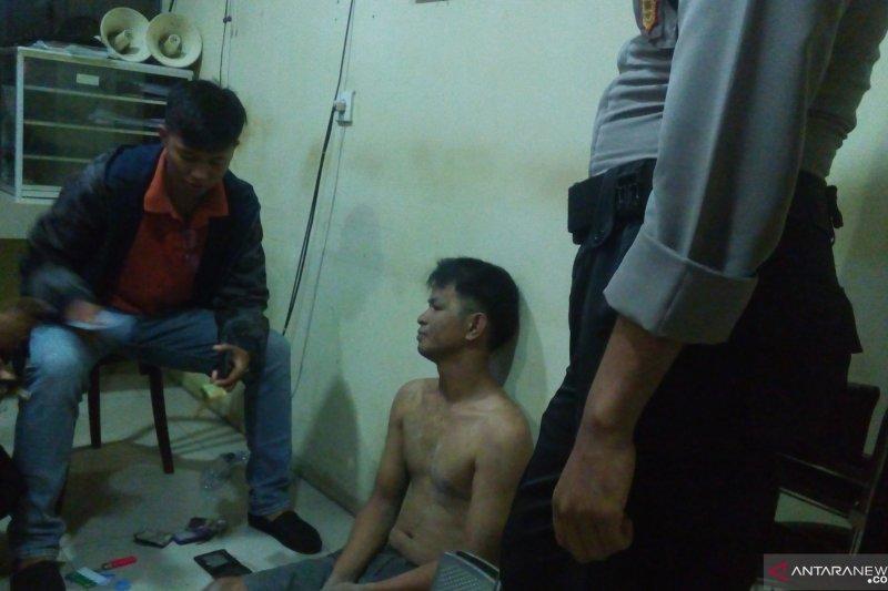 Terpantau CCTV mencuri kotak amal, pria asal Dharmasraya ini diringkus warga