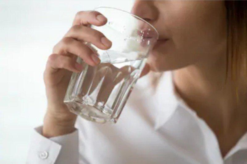 Setiap hari saat puasa tetap minum air delapan gelas