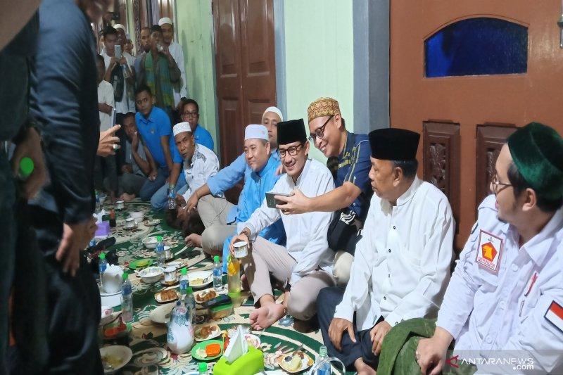 Kunjungan Sandiaga Uno di Banjarmasin disuguhkan bubur asyura