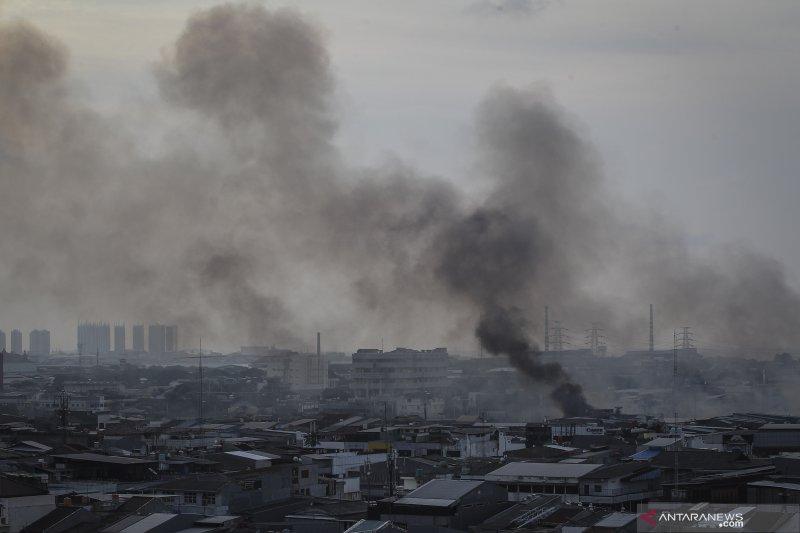 Kebakaran landa permukiman padat penduduk di Kampung  Bandan