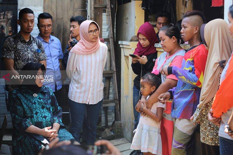 Risma kunjungi keluarga anggota KPPS meninggal di Surabaya