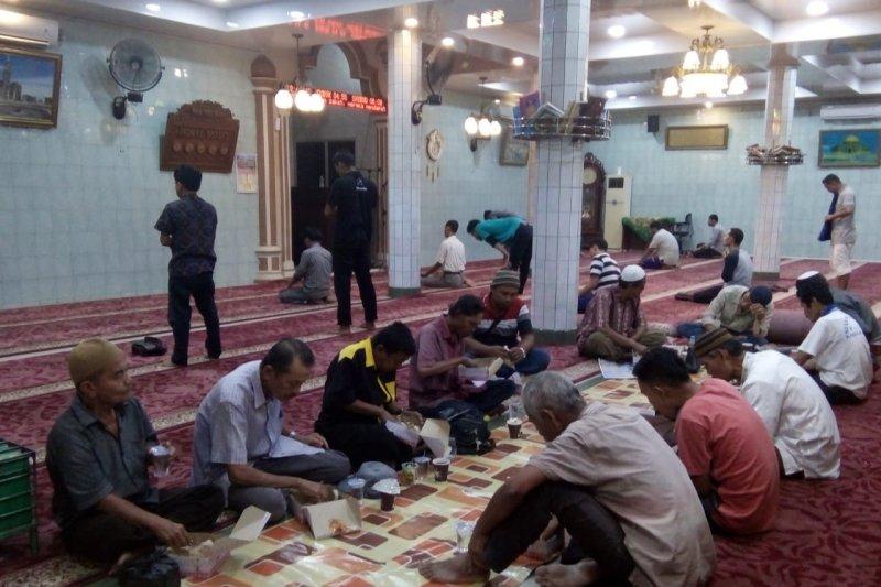 Masjid Nurul Islam Padang Sediakan Takjil Gratis selama Ramadhan