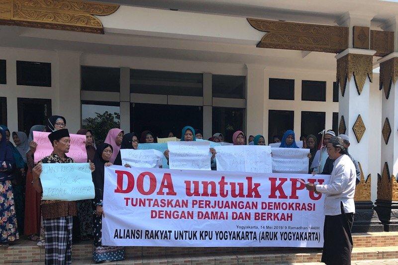 Kelompok masyarakat di Yogyakarta beri dukungan doa ke KPU tuntaskan tugas