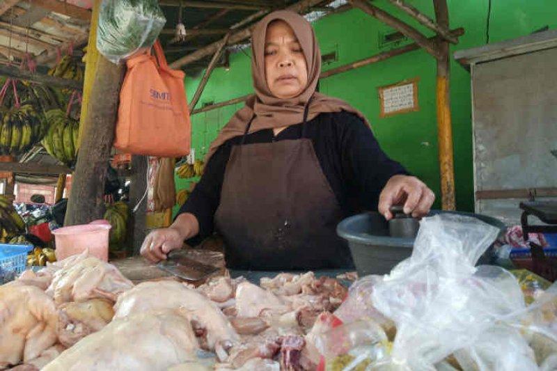 Pemkab pastikan harga kebutuhan pokok stabil di Indramayu