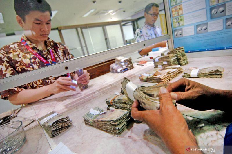 Uang beredar melambat pada April 2020
