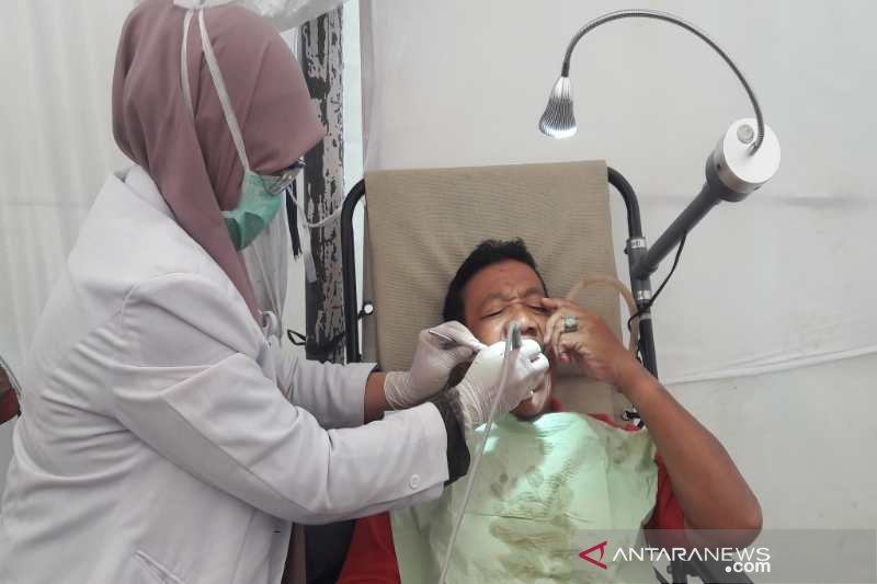 Sambut Waisak, ribuan orang ikuti pengobatan gratis di Borobudur