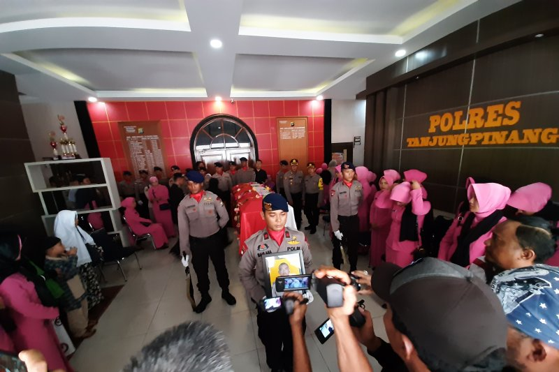 Gubernur Kepri janji bantu keluarga petugas Pemilu yang meninggal