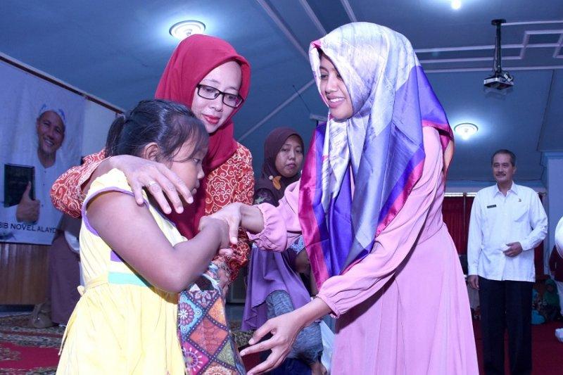 Bahagiakan anak yatim saat Ramadhan, PKK Kediri beri santunan