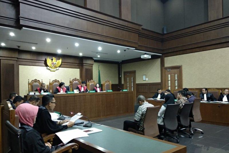 Tiga pejabat Kementerian PUPR didakwa terima suap