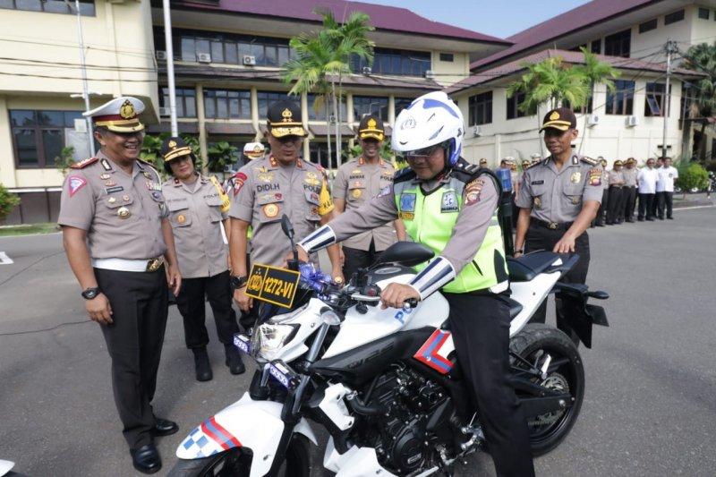 Ipda Tatang dihadiahi satu unit sepeda motor dinas atas aksi heronya