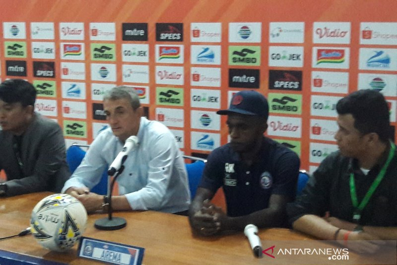 Milo klaim kekalahan Arema FC akibat menurunnya konsentrasi pemain