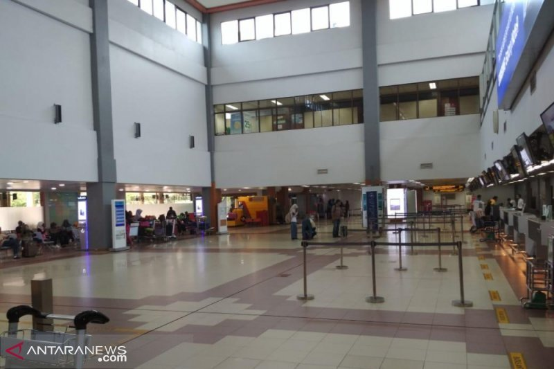 Passengers in Minangkabau International Airport has dropped from 11 thousand to 7,000 until 8,000 per day