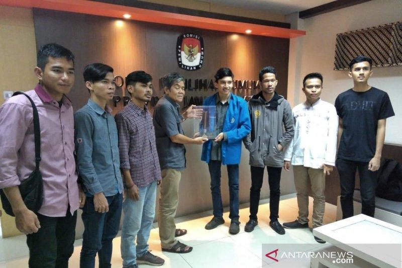 Mahasiswa BEM se-Bandung Raya berikan piagam kritisi KPU