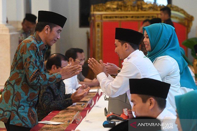 Presiden Jokowi anjurkan masyarakat salurkan zakat melalui Baznas