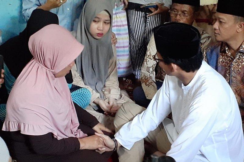 Sandiaga Uno kunjungi keluarga KPPS yang meninggal dunia di Pekanbaru