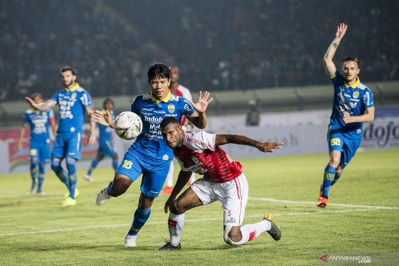 Liga 1 - Persib Bandung bungkam Persipura 3-0 pada laga perdana