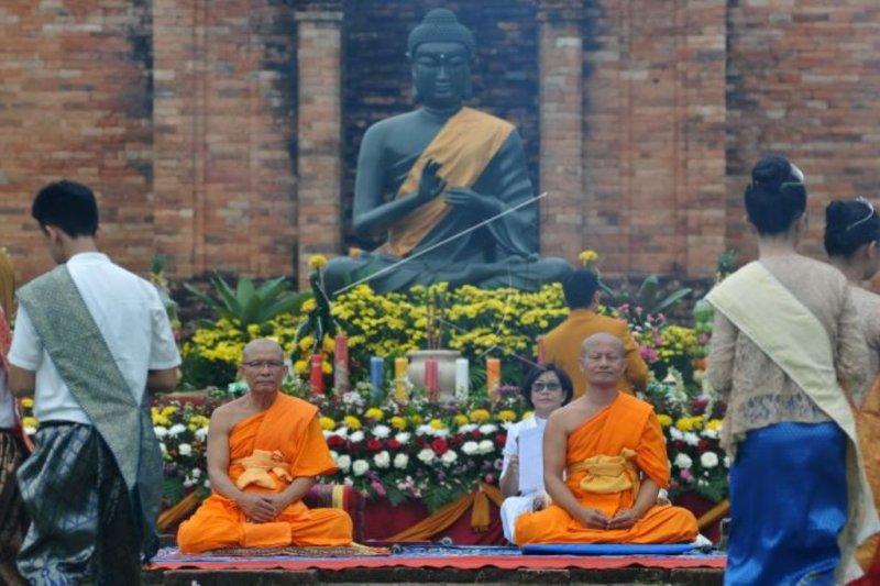 Umat Buddha Jambi rayakan Waisak di Candi Muara Jambi