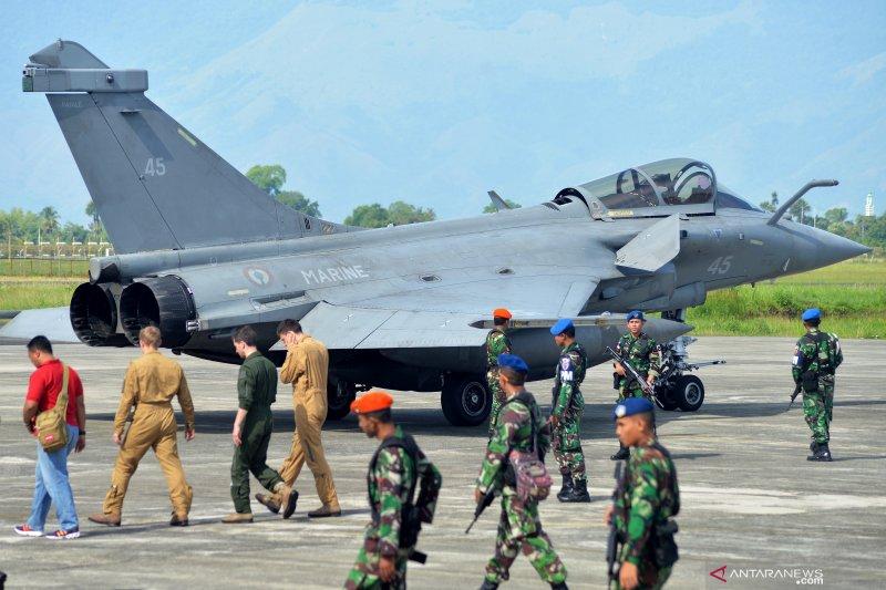 Prajurit TNI AU kawal terus pilot dan pesawat tempur Rafale milik Angkatan Laut Prancis