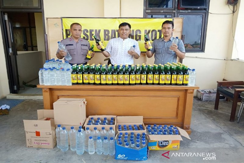 Polres Batang amankan ratusan botol minuman beralkohol