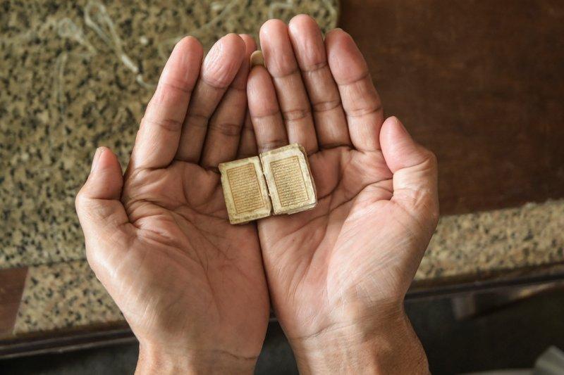 Al Quran terkecil di dunia masih utuh meski usianya 500 tahun