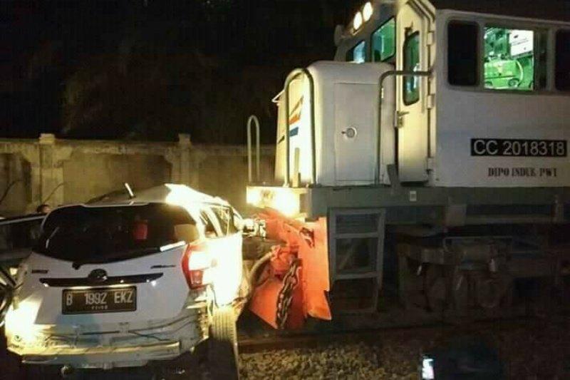 Kecelakaan KA dengan mobil terjadi di palang pintu Purwosari Solo