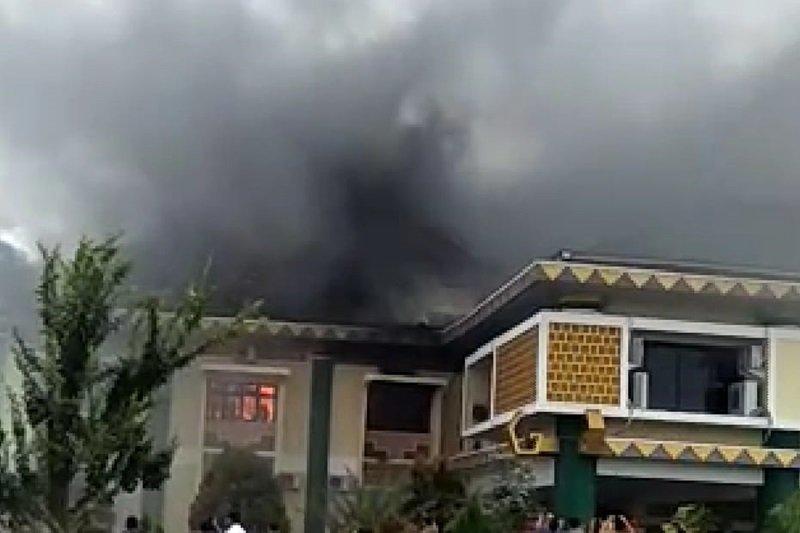 Saksi mata: Awal api membakar kantor Pemkab Pringsewu berasal dari AC