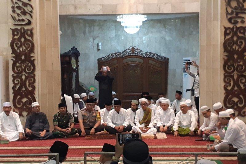 Guru Fadlan  sampaikan pesan damai di malam Nuzulul Qur'an