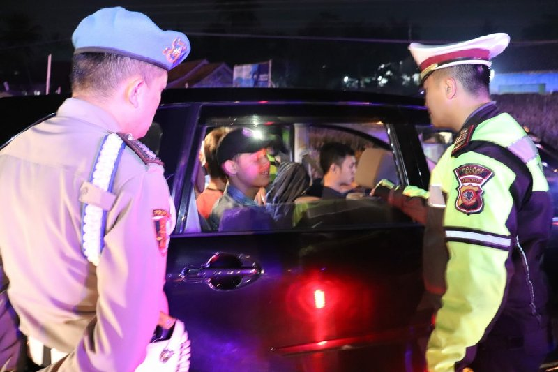Gelar Razia Massa 'People Power', Polisi Amankan Avanza Hitam Beserta Isinya
