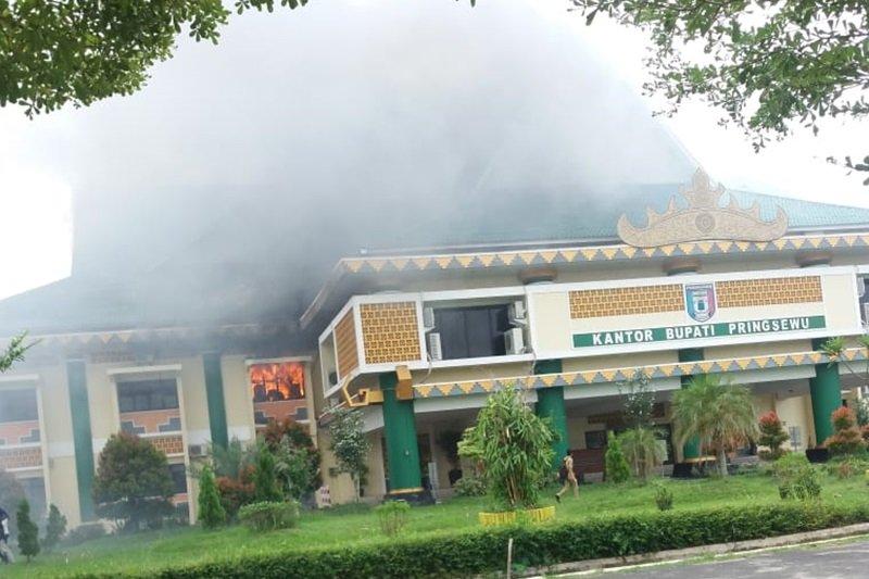Kantor Pemkab Pringsewu terbakar