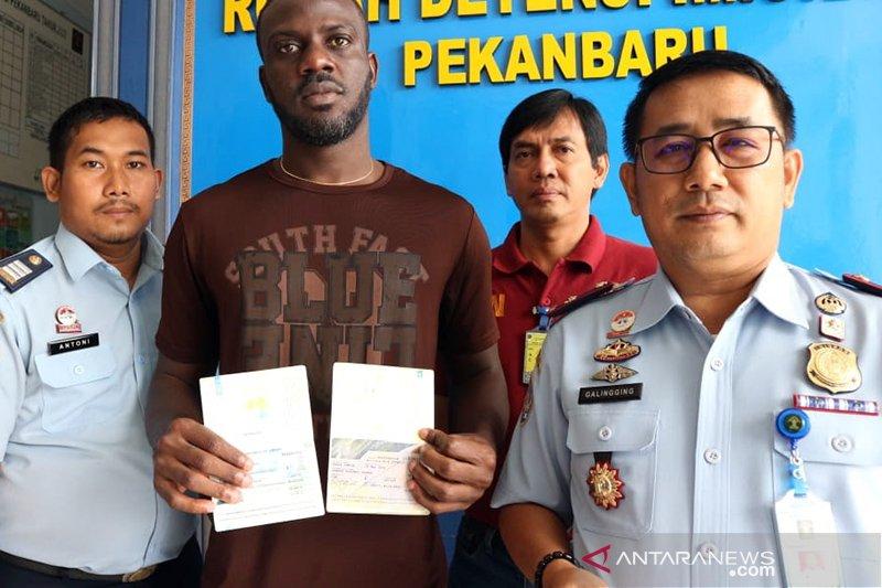 "Begini penjelasan Imigrasi tentang isu video viral WNA China ""serbu"" Riau"