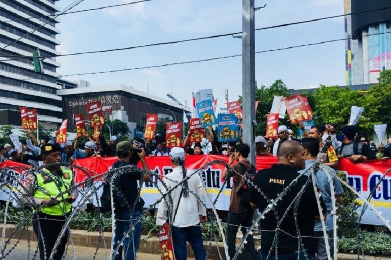 Massa mulai berdatangan di sekitar gedung Bawaslu RI