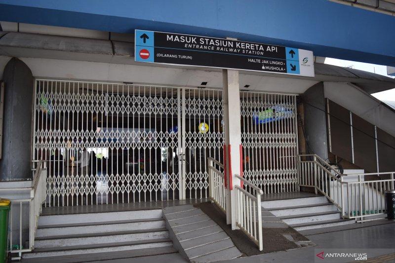 Akibat kericuhan, penumpang KA Stasiun Tanah Abang dilarang keluar