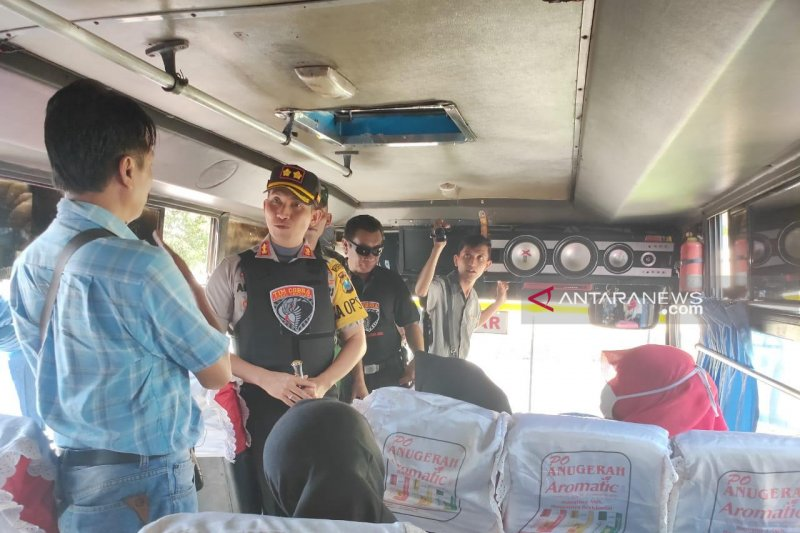 Polres Lumajang gagalkan puluhan warga ikut aksi