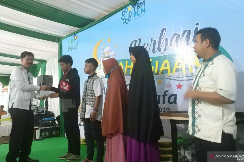 PLN Regional Sulawesi salurkan dana zakat pegawai untuk mualaf