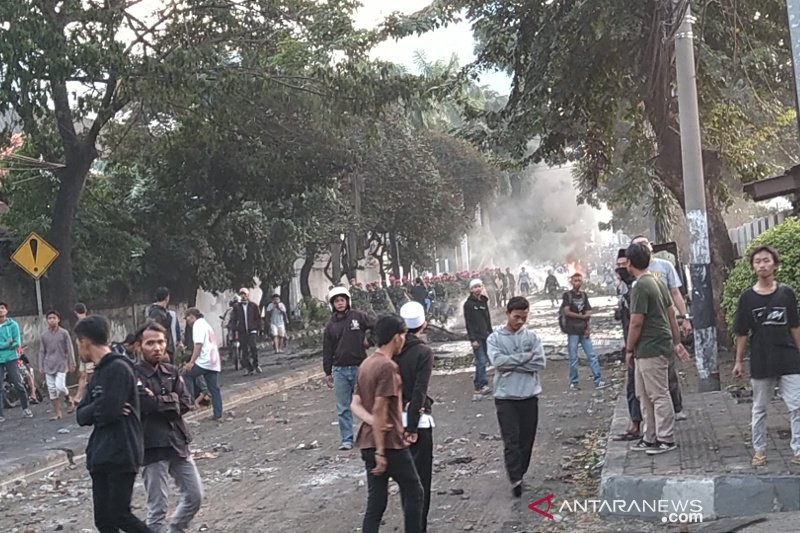 Aparat TNI kembali redam bentrok massa-aparat di Slipi