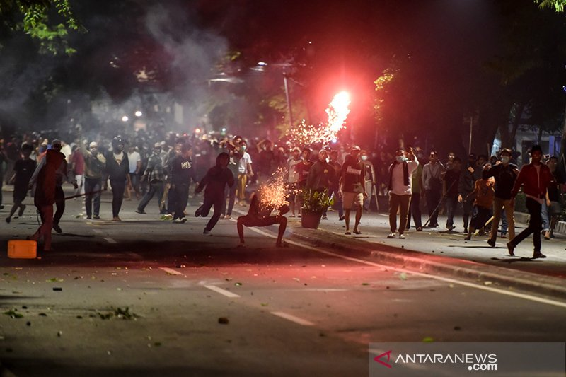 Massa Bawaslu malam hari berbeda dari yang siang, kata polisi