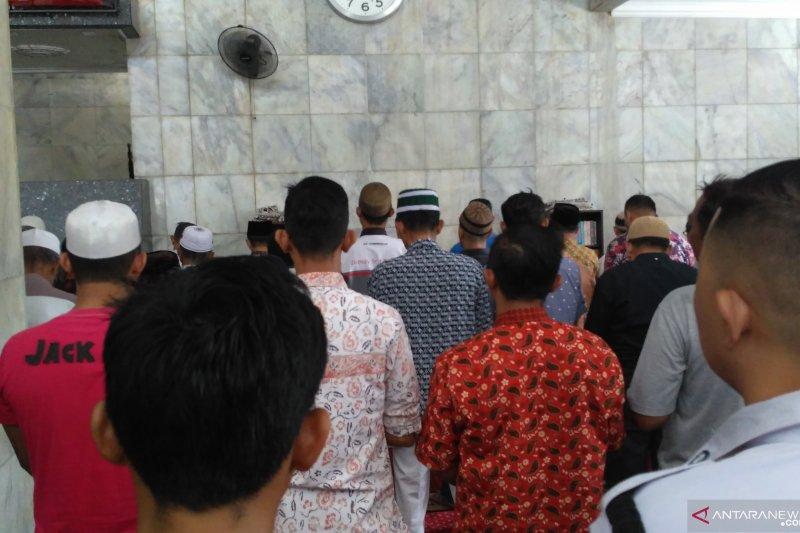Jamaah Masjid Nurdin Hamzah Jambi Shalat Gaib Ustadz Arifin Ilham Antara News Bengkulu