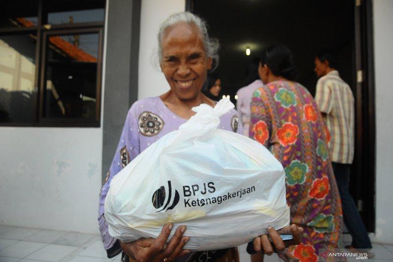 PT Kar Powership Indonesia berbagi dengan masyarakat Waai