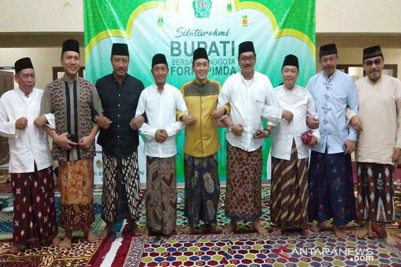 Bupati Pamekasan promosikan sarung batik untuk Lebaran