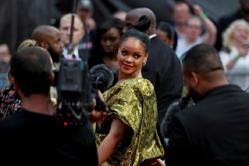 Rihanna pindah ke London, warganet heboh