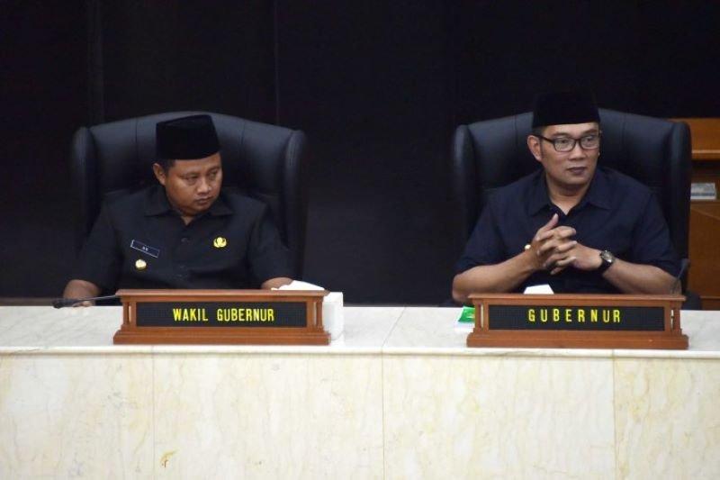 Ridwan Kamil-Uu Ruzhanul Shalat Ied di Lapangan Gasibu Bandung