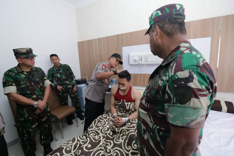 Kapolda/Pangdam Tanjungpura besuk personel TNI/Polri korban unjuk rasa