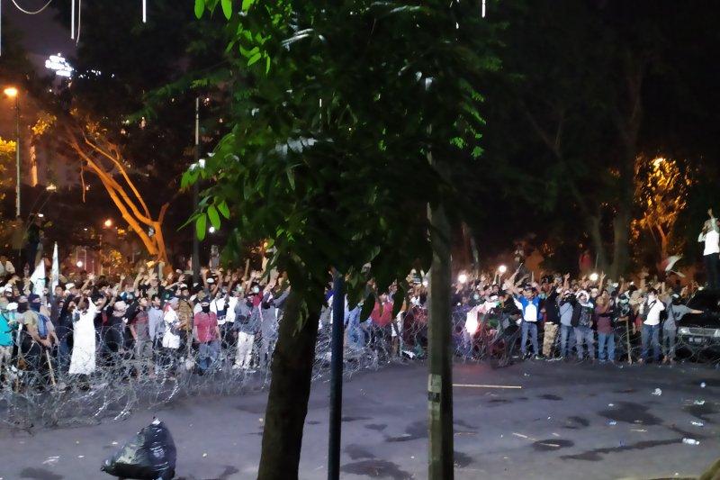 Aksi di DPRD Sumatera Utara ricuh