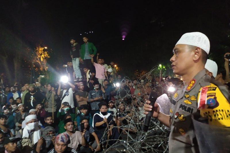 Pascaricuh, Kapolrestabes Medan dialog dengan massa aksi