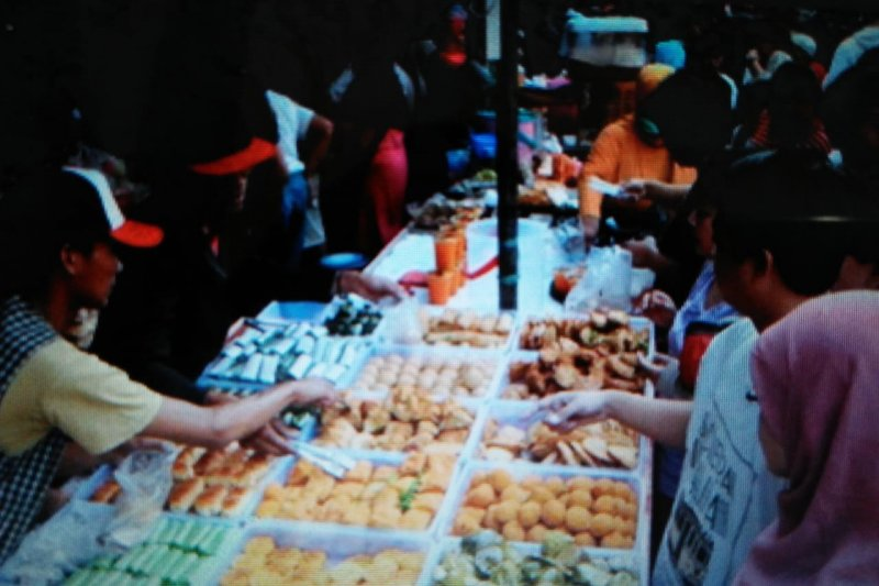 BPOM Tangerang temukan arum manis dan mie mengandung pengawet